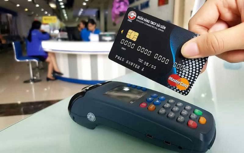 cách rút tiền thẻ tín dụng